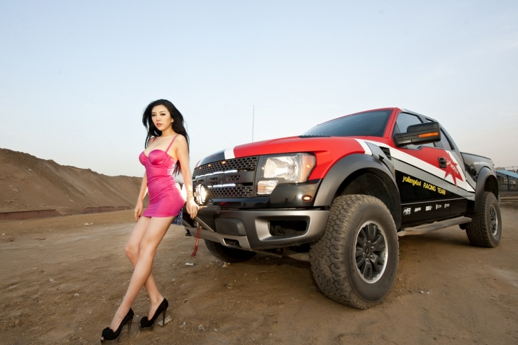 Hot Girls with Ford SVT Raptor - Socal Prerunner : Socal ...