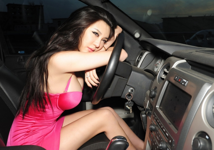 hot-off-road-chicks-galleries-thumbnail-series-babes-heat