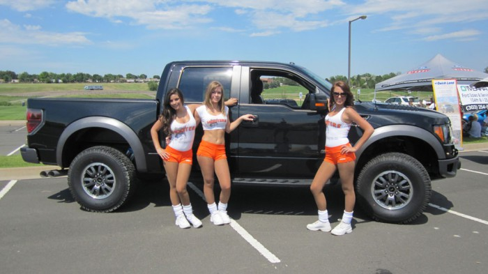 ford-raptor-hot-girls-babes_14